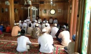 Warga Kampung Datah Bilang, Long Hubung, Mahakam Ulu saat mengikuti safari dakwah di Masjid Arrahman.