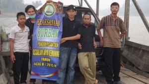 Pendistribusian Daging Qurban Nyebrang Mahakam