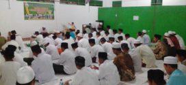 Iftar Ramadhan bersama 200 santri dan muallaf
