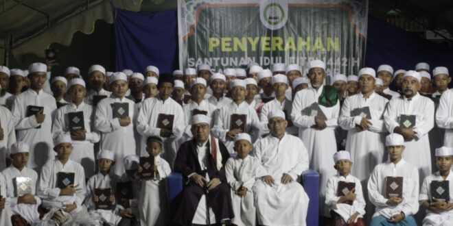 Santunan Lebaran Bersama 2000 Santri dan Muallaf di PP Assalam